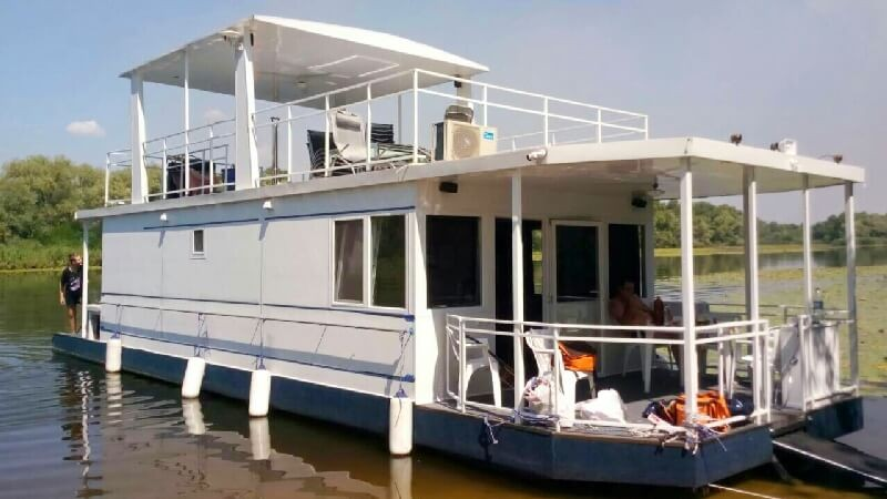 Houseboat_Ukraine